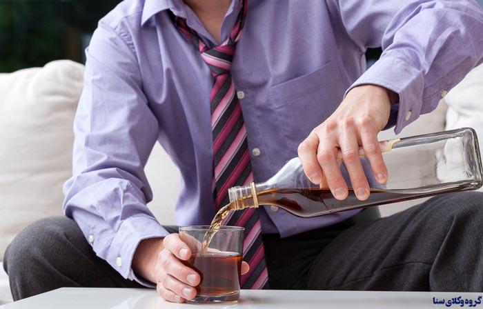 شخصی که به مجازات نوشیدن مشروبات الکلی و یا حمل و نگهداری آن محکوم می شود میتواند تخفیف بگیرد؟