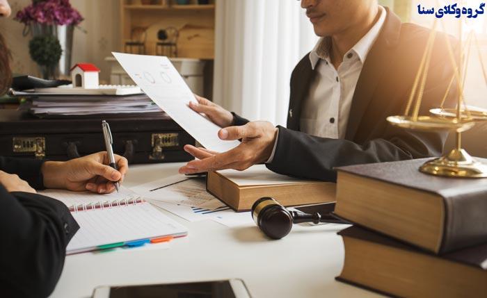مطالعه کامل قرارداد بین وکیل و موکل