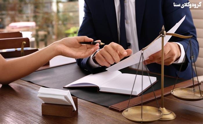 ضرورت حضور وکیل در کنار موکل